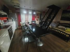 Apartment with Terrace, hotel in Novosibirsk