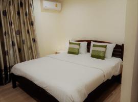 V Check inn Sukhumvit 22, hotel near Queen Sirikit National Convention Center, Bangkok