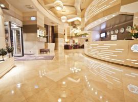 DoubleTree by Hilton Bucharest Unirii Square, hotel in Bucharest