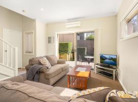 Newcastle Short Stay Accommodation - Birmingham Garden Townhouses, apartment in Newcastle