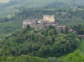 Castello Costaguti, hotel near Terme dei Papi, Roccalvecce
