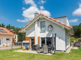 5 Sterne- Ferienhaus - Naturpark - See - Sauna - Kamin - Garten, holiday home in Krakow am See