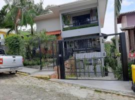 Family House UFSC, hotel near Iguatemi Florianopolis Shopping Mall, Florianópolis