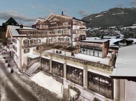 Hotel Weißes Rössl, hotel in Kitzbühel