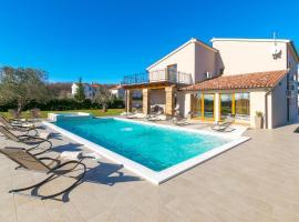 Relaxing pool villa Mattuzzi in Loborika, cottage in Loborika