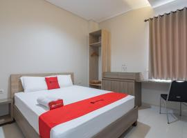 RedDoorz Plus @ Cirebon City Center, hotel in Cirebon