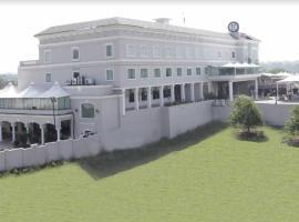 Hotel 17 Miles, отель в городе Джамму