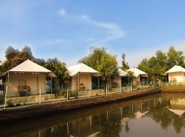 Jungle Camp, hotel in Puri