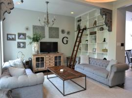 Penthouse Level, Stunning Wrigley Stay, apartment in Chicago