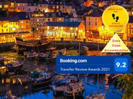 INSPIRING VIEWS & PLACE WITH FREE PARKING by BEACH, boat in Brixham