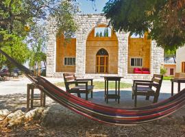 The Ranch - Lodge & Equestrian Center, cabin in Kfar Hazîr