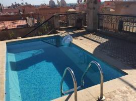 Appartement tout confort avec transport aeroport, apartment in Marrakesh