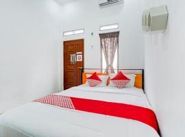 OYO 90124 Oemah Ratu Hostel Syariah, hotel in Bandar Lampung