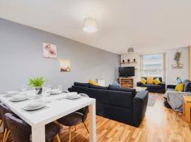 Stylish Manchester Gem - Sleeps 10!, hotel in Manchester