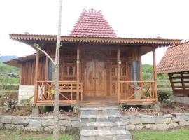 Singgasana Villa & Resto, hotel near Dieng Plateau, Bedakah