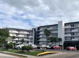 La Quinta by Wyndham Cocoa Beach Oceanfront, hotel near Port Canaveral, Cocoa Beach