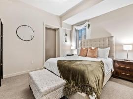 Fresh Decor - 2BR Getaway - Walk to Sloan's Lake, apartment in Denver