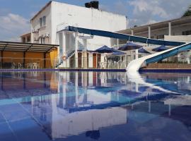 Hotel Agua Azul Resort - Melgar, hotel en Melgar