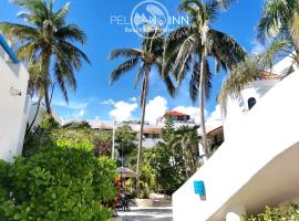 Pelicano Inn Playa del Carmen - Beachfront Hotel, hotel in Playa del Carmen