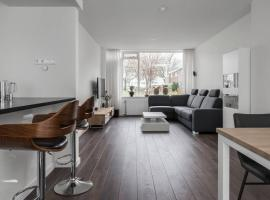 Neath house in peacefull green area. Free parking, apartment in Leeuwarden