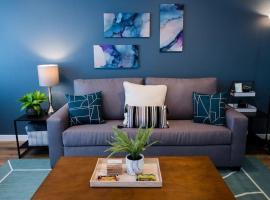 Stylish 2 bed 1 and half Bath Apartment near Sofi Stadium, LAX, Forum, apartment in Inglewood
