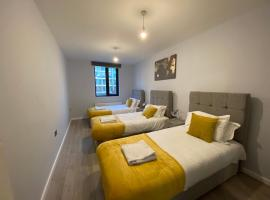Cozy Spacious Apartments with Shuttle Service Last Min Bookings or Long Term Welcome, apartment in Hounslow