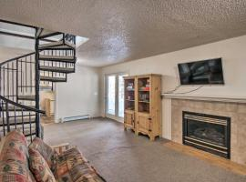 Fairplay Getaway with Game Room and Mtn-View Deck, hotel with parking in Fairplay