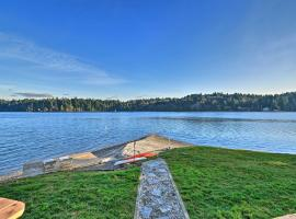 Waterfront Olympia Home with Kayaks and Fire Pit!, place to stay in Olympia