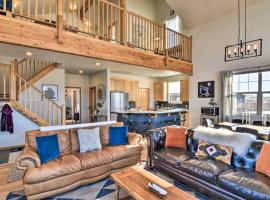 Modern Mountain Home with View 1 Mi to Downtown, hotel with parking in Fairplay