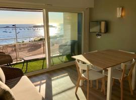 Magnifique duplex super cosy Vue mer 180, hôtel à Ploemeur près de: Golf de Plœmeur Océan
