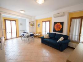 Ampio Bilocale ristrutturato a 30 mt dal mare, apartment in Varazze