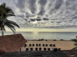 Playa Maya by MIJ - Beachfront Hotel, hotel en Playa del Carmen