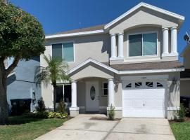 Modern Home w/ Private Pool 10mi from Disney, hotel in Kissimmee