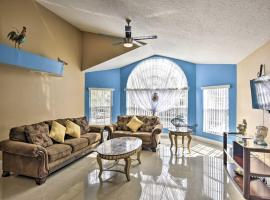 Condo with On-Site Pool, 15 Min to Walt Disney World!, apartment in Kissimmee