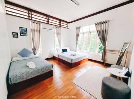 Thirty Tree Garden House, hostel in Chumphon