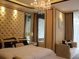 Luxurious Art Deco Apartment with Private Jacuzzy, apartment in Bandung