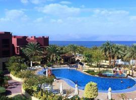 Gorgeous 2 Bedroom Pool View- Tala Bay Resort, Aqaba, apartment in Aqaba