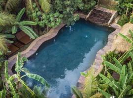 Authentic Khmer Village Resort, hotel in Siem Reap
