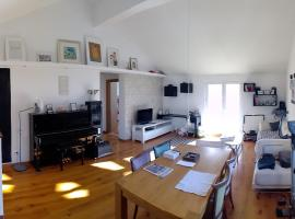 Loft Pianino Apartment with a Big Terrace, apartment in Mlini
