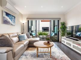 Olu, 2BR, 2BA townhouse. Close to everything, accommodation in Mornington