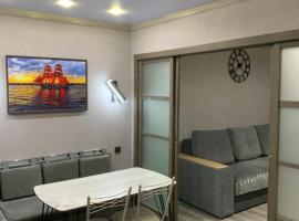 Двухкомнатные апартаменты ЖК AЛЫЕ ПАРУСА, beach hotel in Zelenaya Polyana