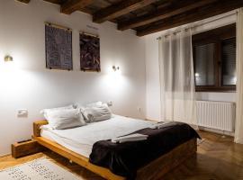 Casa Postavarului, bed & breakfast a Braşov