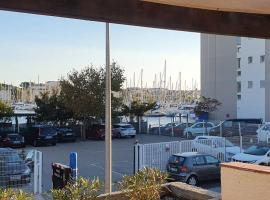 Maison 3 pièces 5-7pers Vue sur port avec garage, holiday home in Gruissan