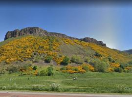GuestReady - Lovely Central 1BR Flat Next To Holyrood Park, hotel in Edinburgh