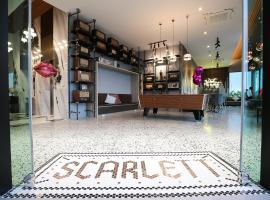Hotel Scarlett โรงแรมในBan Ba Ngan
