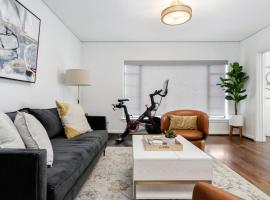 Luxury Contemporary Apartment With Peloton Bike, apartment in Boise
