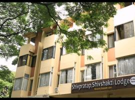 Hotel Shivshakti Lodge, hotel in Pune
