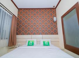 Lily Guest House by Innapps, hotel near Malang Library, Malang