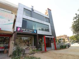 Hotel Gold Star Suits, hotel in Faridabad