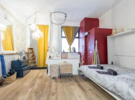 Beautiful Design Apartment in Nice with bathtub jacuzzi and garden view, hotel with jacuzzis in Nice